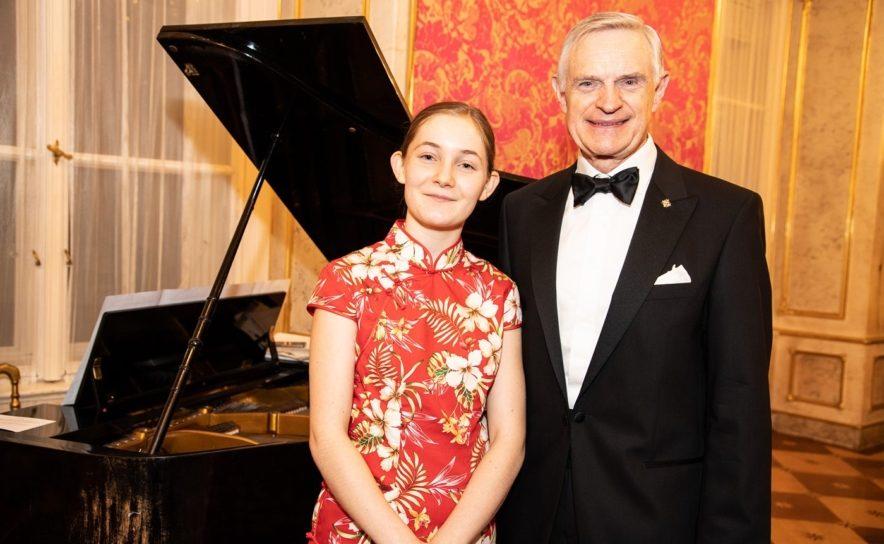 Alma Deutscher und Thomas Schäfer-Elmayer