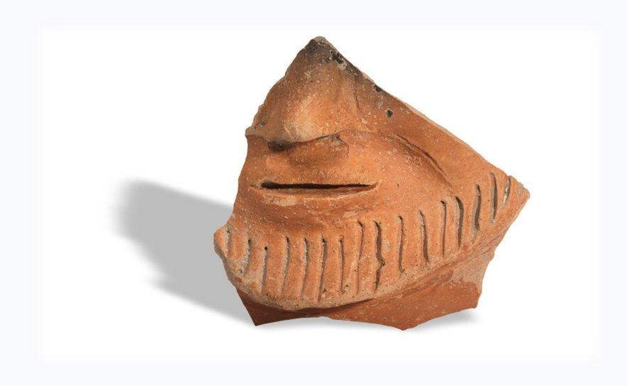 Fragment eines Gesichtsgefässes im Römermuseum