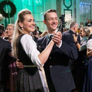 Bundesministerin Christine Aschbacher, Finanzminister Gernot Blümel schwingen das Tanzbein