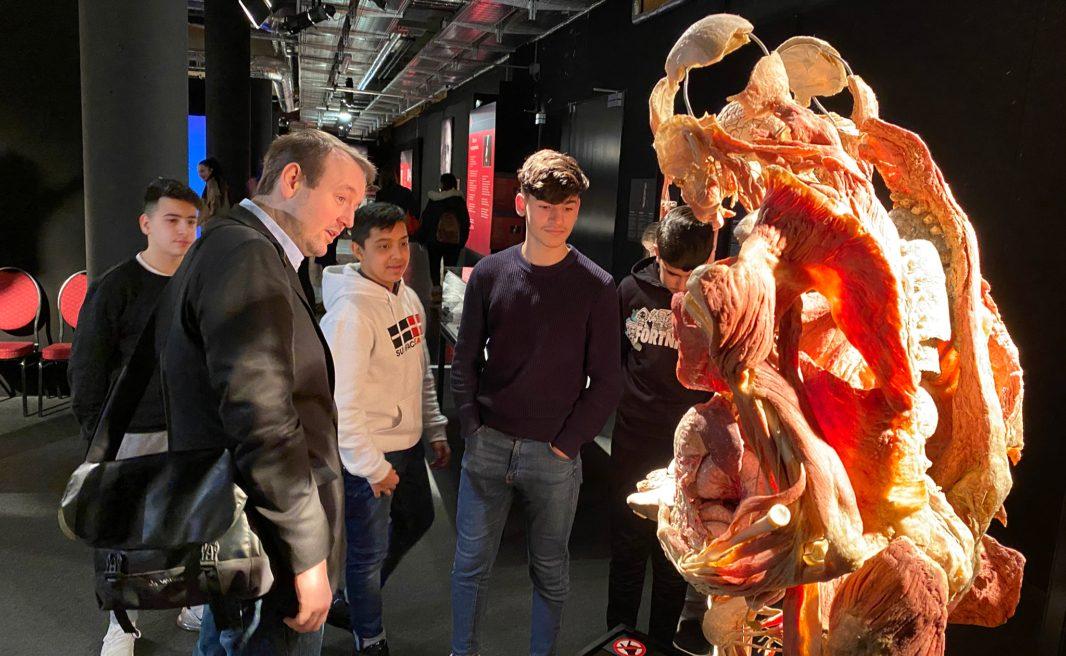 MIttelschule Kauergasse besuchte Körperwelten Herzenssache Ausstellung