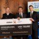 100.000 Dollar Scheck für Schwarzenegger Climate Initiative