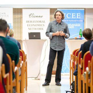 Arno Riedl ist Professor für Public Economics an der Maastricht University