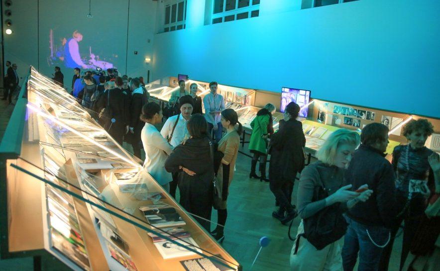 Ausstellungsbesucher im MAK
