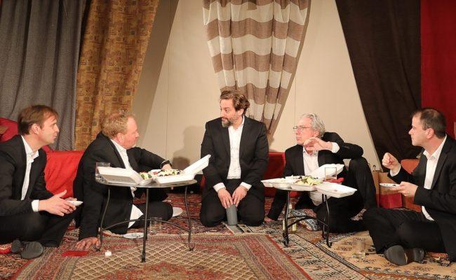 Fünf Männer von Gabriel Barylli auf der der Freien Bühne Wieden