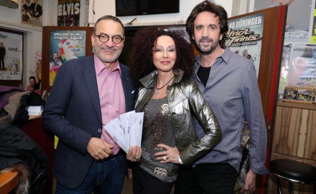 Promi-Gäste Heinz Stiastny, Christina Lugner und Josef Winkler im Theater