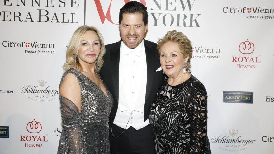 Ingrid Flick, Daniel Serafin, Ingeborg Serafin beim Viennese Opera Ball 2020