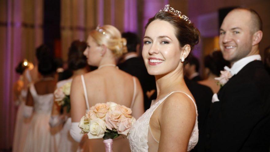 Debütantin am Viennese Opera Ball in New York