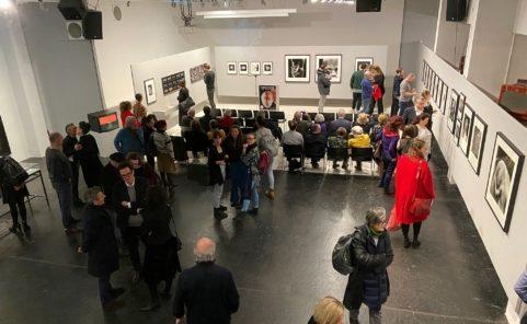 Blick auf die Ausstellung im WestLicht. Schauplatz für Fotografie