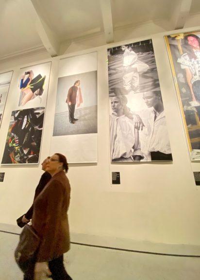 Fotoprints an den Wänden des MAK
