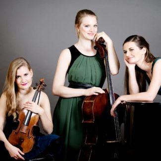 Das Trio Artio mit Geigerin Judith Fliedl, Cellistin Christine Roider und Pianistin Johanna Estermann