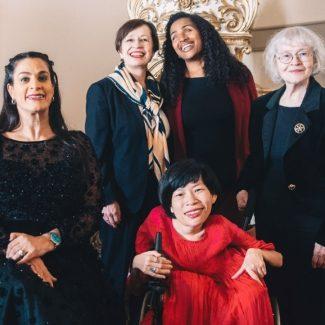 Die Her Abilities Award-Gewinnerinnen mit mit Doris Schmidauer und Yetnebersh Nigussie