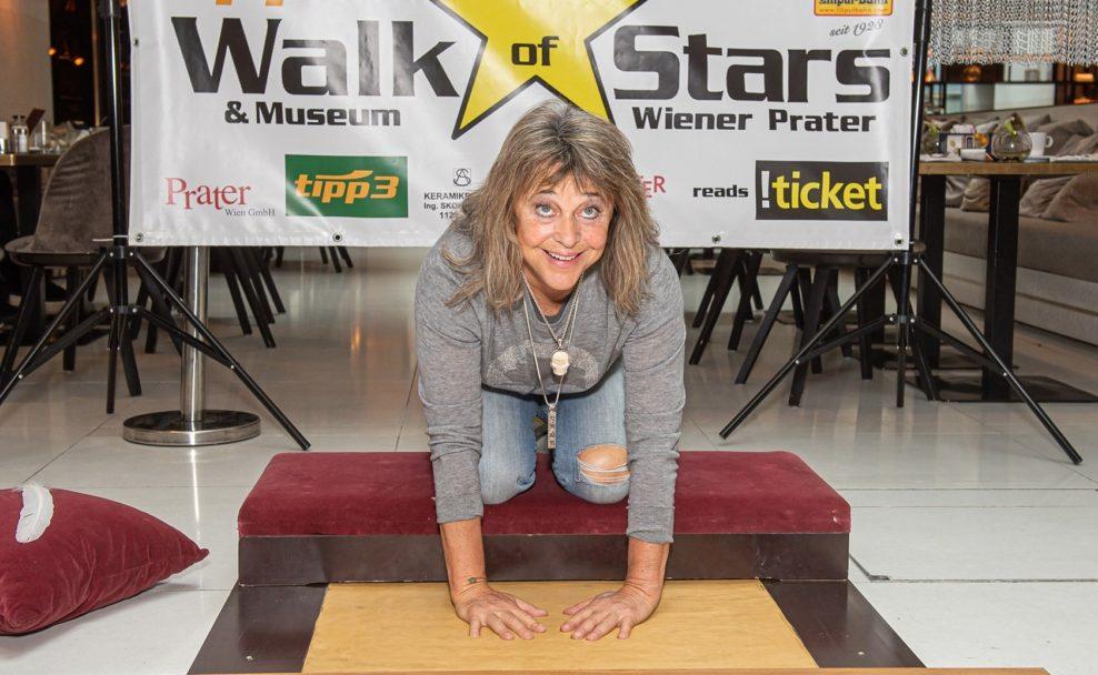 Suzi Quatro verewigt sich für den tipp3 Walk of Stars