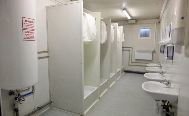 Duschkabinen in der Betreuungseinrichtung