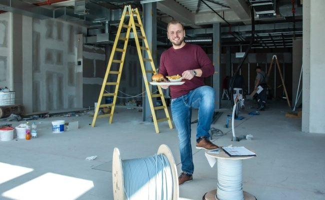 Le Burger Geschäftsführer Lukas Tauber plant Eröffnung im Auhof Center für 17. April