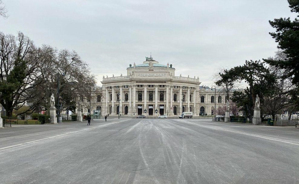 Burgtheater und Rathausplatz werden noch einige Zeit unbespielt bleiben