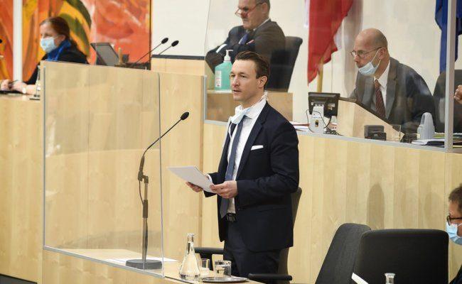 Finanzminister Gernot Blümel Rede Sitzung im Nationalrat am 03.04.2020