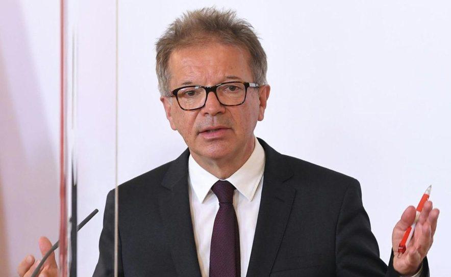 Gesundheitsminister Rudolf Anschober lockert Regeln für Veranstaltungen