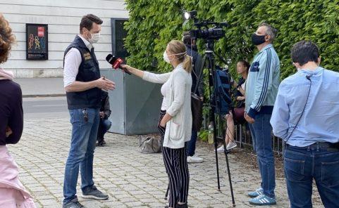 oe24-TV interviewt Polizeisprecher bei über Corona-Demo in Wien