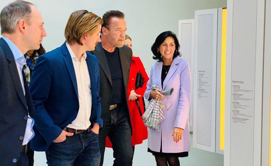 Arnold Schwarzenegger beim Ausstellungsbesuch im Jüdischen Museum in Wien im Jänner 2020