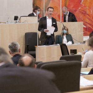 Gernot Blümel bei Sitzung des Nationalrates am 26. Mai 2020