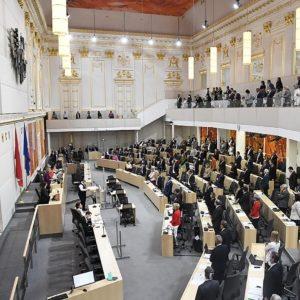 Regierung beschliesst Coronagesetze gegen Willen der Opposition