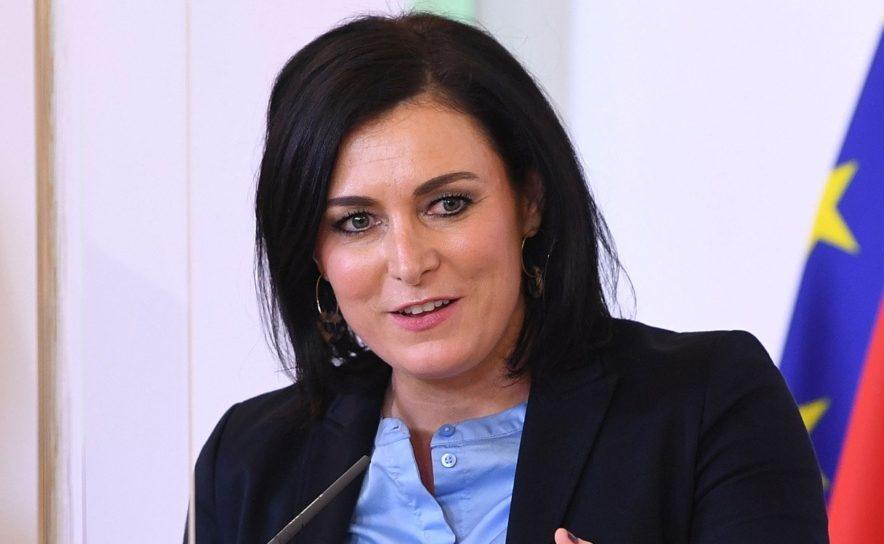 Elisabeth Köstinger will Deutschen und Tschechen Urlaub in Österreich ermöglichen