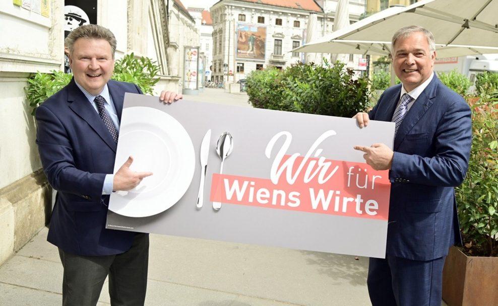 Michael Ludwig und Walter Ruck servieren Gastro-Gutschein