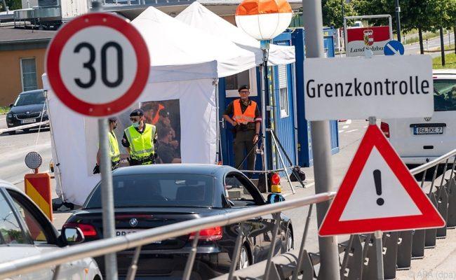 Bis Mitte Juni 2020 soll es Kontrollen an den Grenzen geben, danach wieder Reisefreiheit