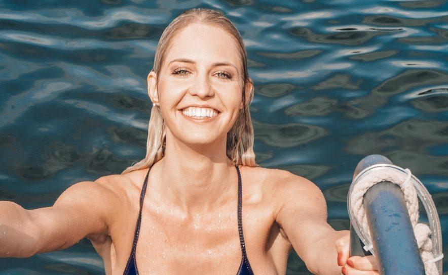 """Beatrice Körmer sprang zum Badeauftakt von """"100tage Sommer"""" ins kalte Wasser"""