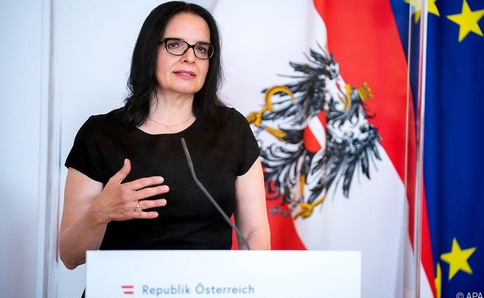 Andrea Mayer zu Künstlerinnen- und Künstlerfonds im Bundeskanzleramt in Wien
