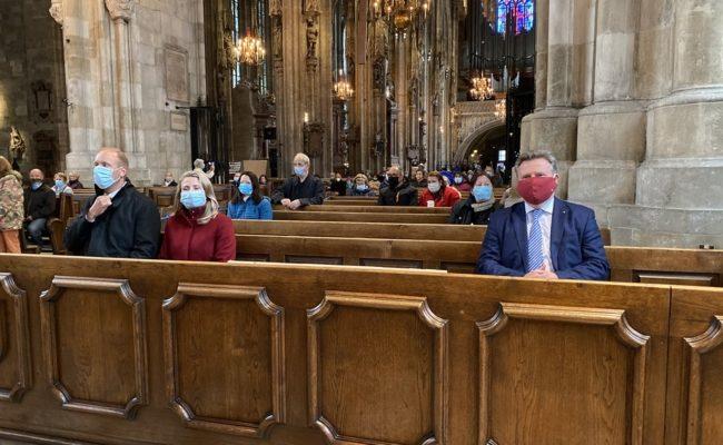 Bürgermeister Michael Ludwig besuchte die erste Messe im Dom nach der Wiedereröffnung