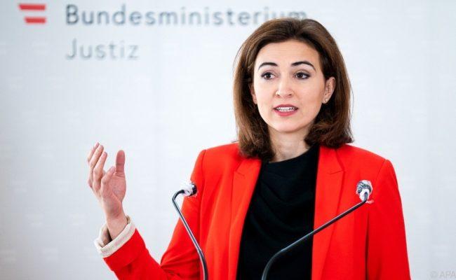 Justizministerin Alma Zadic strukturiert Justizressorts neu mit Machtverlust für Pilnacek