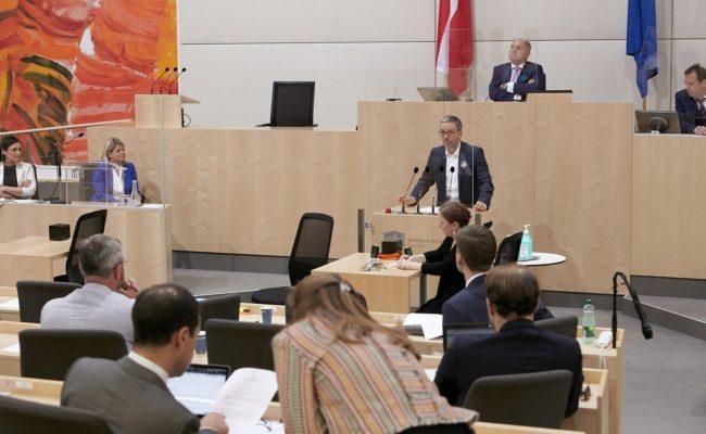 Klubobmann Herbert Kickl (F) am Rednerpult bei der 40. Sitzung des Nationalrates