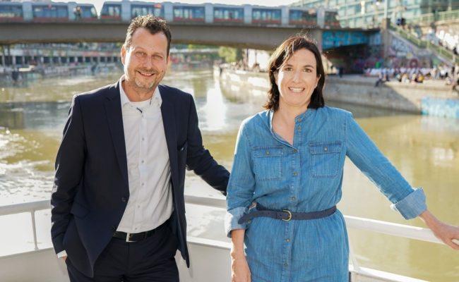 Channel-Manager ORF2 Alexander Hofer und Nina Horowitz beim Pressegespräch am Donaukanal in Wien