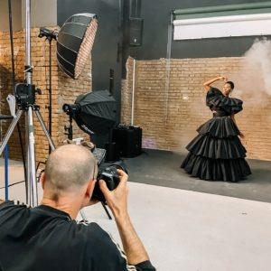 Fotograf Markus Morianz beim Shooting mit Wiener Models Talent Aishat Gina