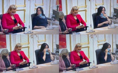 Andrea Mayer gewöhnt sich an die Maskenrichtlinien im Parlament