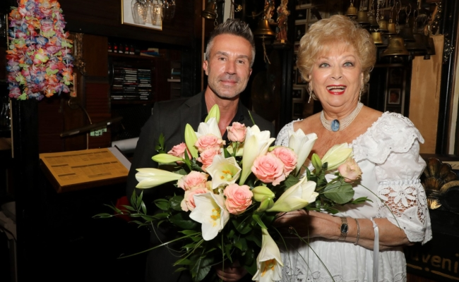 David Goran kam auch zum Sommernachtsfest von Birgit Sarata in den Marchfelderhof
