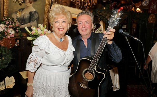 Thomas Strobl spielte beim Sommernachtsfest von Birgit Sarata im Marchfelderhof auf