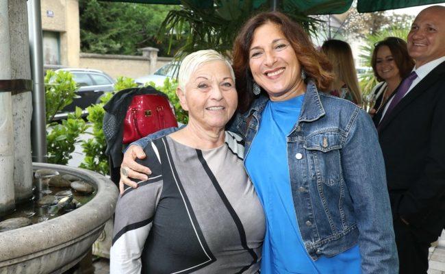 Sängerin Jazz Gitti mit Tochter Shlomit Butbul beim Sommernachtsfest im Marchfelderhof von Birgit Sarata