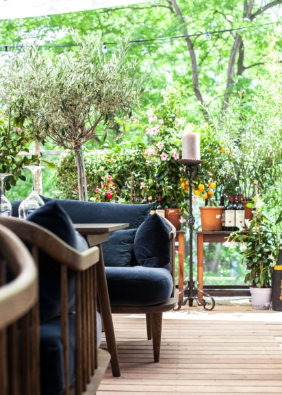 Viele Pflanzen auf der Terrasse des neuen Dots Restaurant Mariahilfer Straße 36