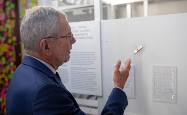 Bundespräsident Alexander Van der Bellen besuchte die Ausstellung im Haus der Geschichte vorab
