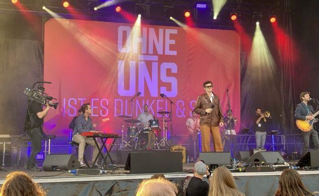 """Norbert Schneider machte den musikalischen Auftakt bei der """"Ohne-Uns"""" Kundgebung am Heldenplatz"""