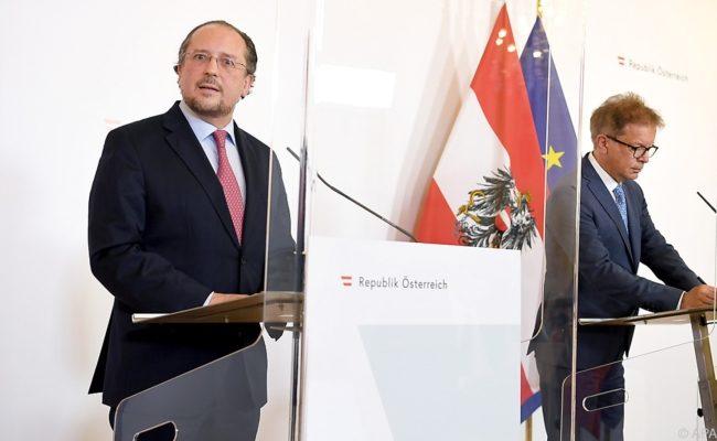 Außenminister Alexander Schallenberg (ÖVP) und Gesundheitsminister Rudolf Anschober (G) im Rahmen einer PK