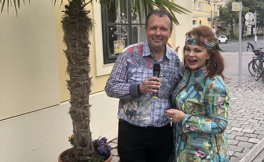 Künstlerwirtshausleute Tamara Trojani und Konstantin Schenk präsentieren die Schönbrunner Stöckl Sommerbühne