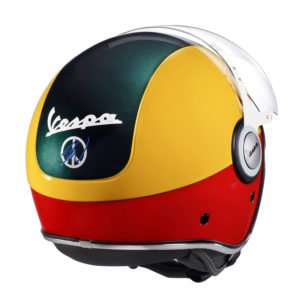 Sean Wotherspoon Jet-Helm passend zu der von ihm designten Vespa