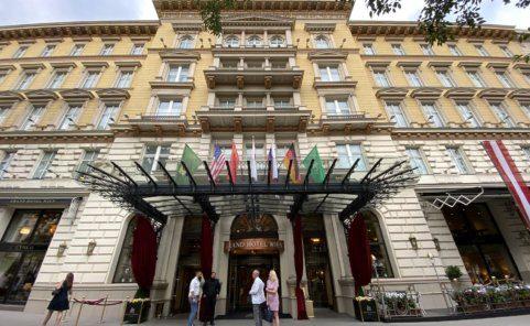 Grand Hotel Wien auf der Ringstraße bietet auf der Dachterrasse Barbetrieb