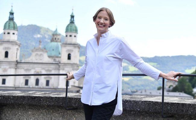 Salzburger Festspiele Dirigentin Joana Mallwitz im Rahmen eines Fototermins in Salzburg