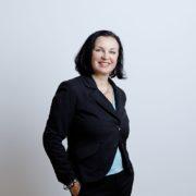 """Petra Stuiber von der Tageszeitung """"Der Standard"""" erhält Vorhofer Preis 2020"""