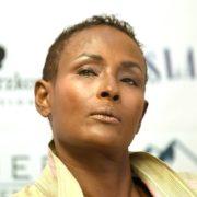 Die Aktivistin für Menschenrechte hält eine Festrede