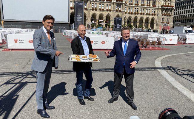 Peter Hanke, Attila Dogudan und Michael Ludwig besuchten das Film Festival als erste